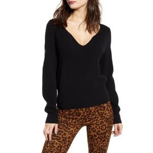 NWT Leith 🍎 Shaped V-Neck Sweater w Ribbed Cuffs